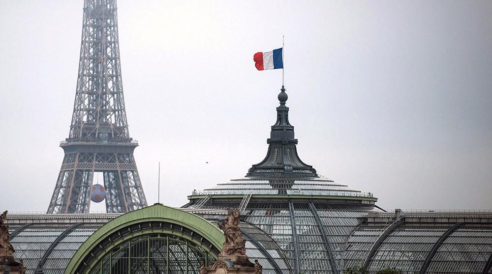 Вид на флаг Франции в Париже