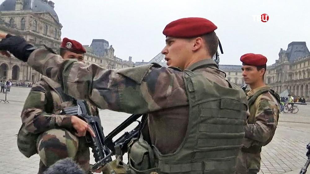 Военный патруль в Париже