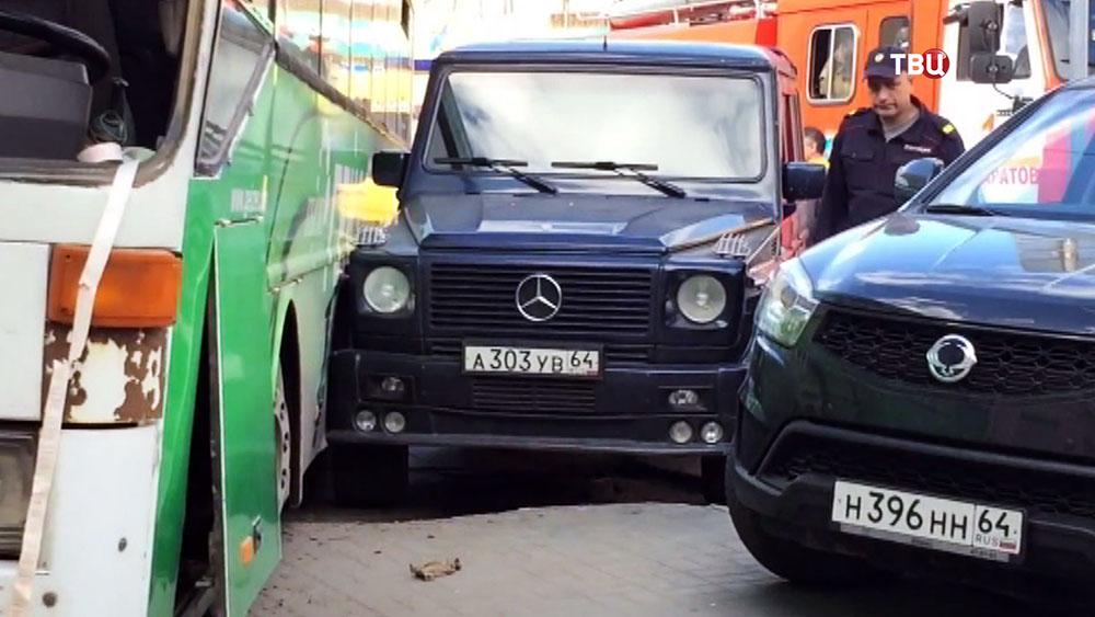ДТП с участием автобуса и джипа в Саратове