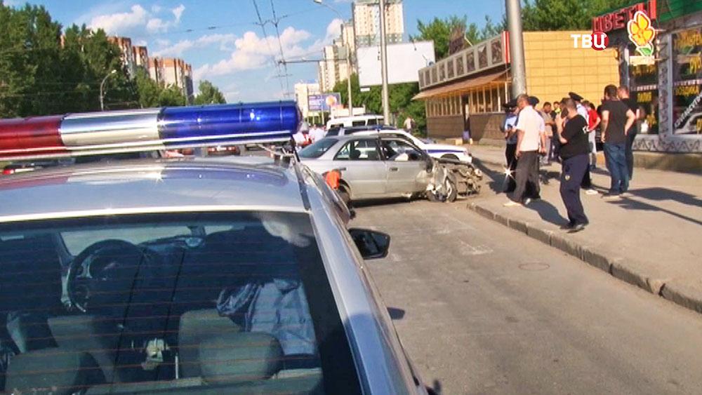 Машина ДПС на месте ДТП в Новосибирска