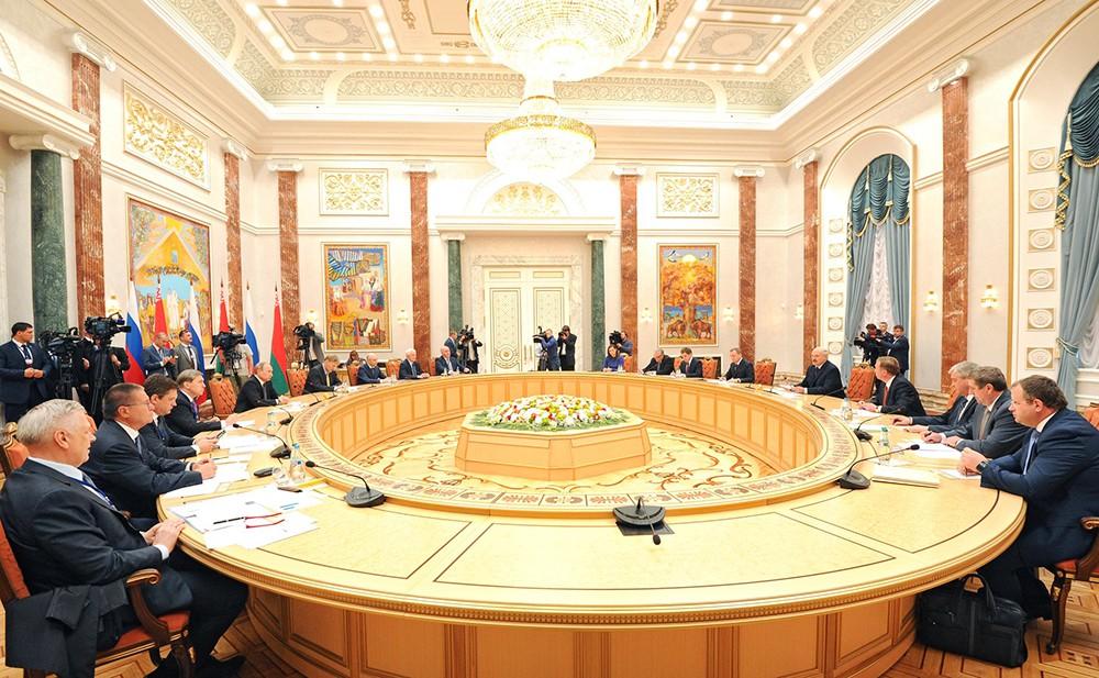 Российско-белорусские переговоры в расширенном составе