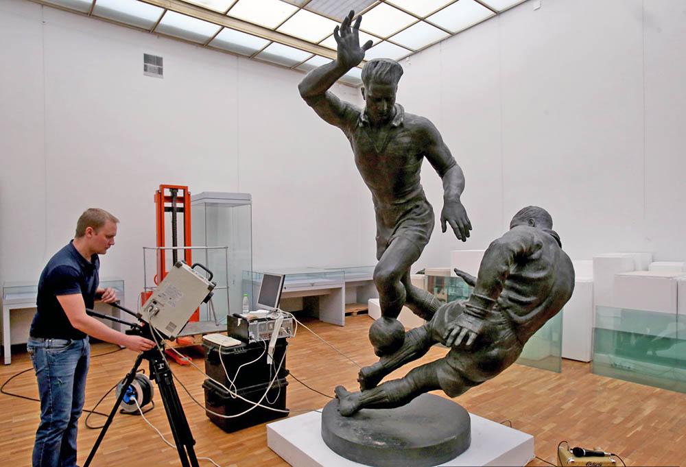"""Сканирование скульптуры """"Футболисты"""" Иосифа Чайкова"""