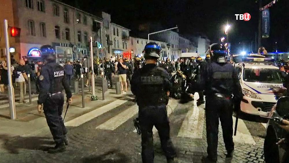 Полиция Франции предотвращает уличные беспорядки