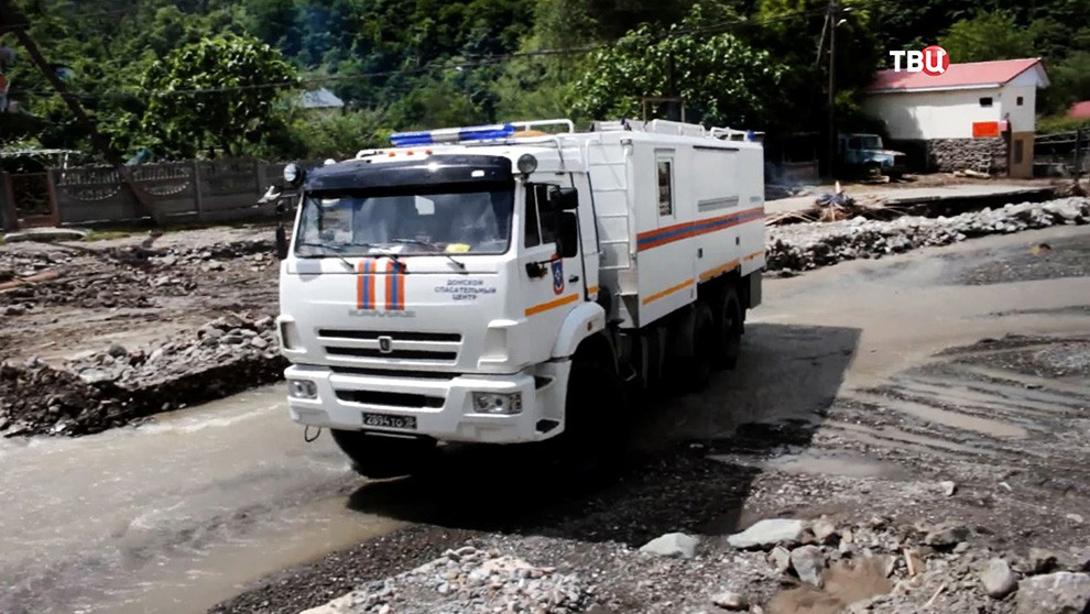 Спасатели МЧС в зоне подтопления