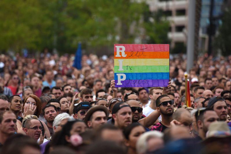 Акция в память о погибших при нападении в Орландо