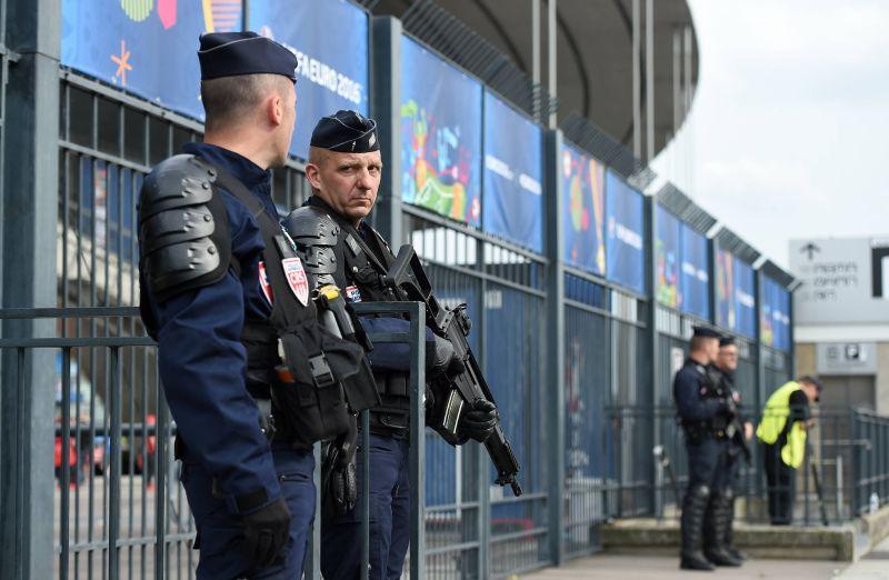 Полиция следит за порядком на Евро-2016