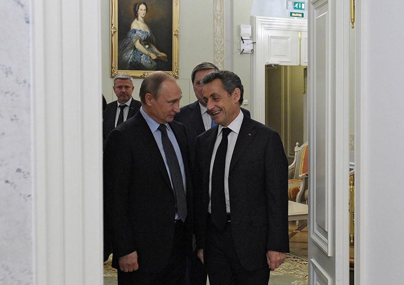 Президент России Владимир Путин и бывший президент Франции Николя Саркози