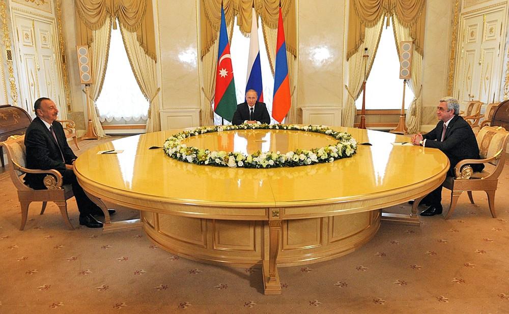 Президент России Владимир Путин на встрече с президентом Азербайджана Ильхамом Алиевым и Президентом Армении Сержем Саргсяном