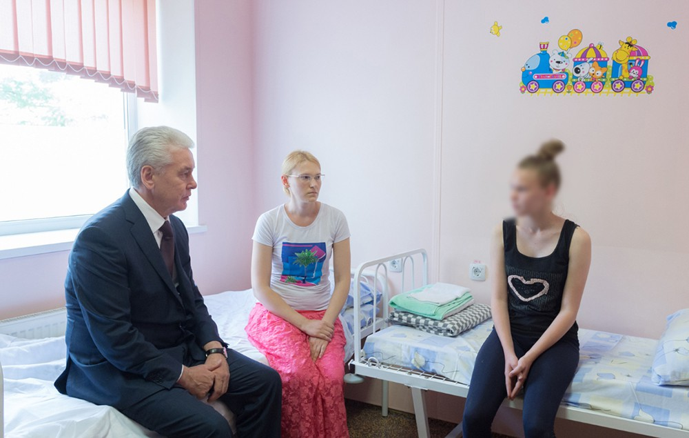 Сергей Собянин встретился со спасенной девочкой из лагеря на Сямозере