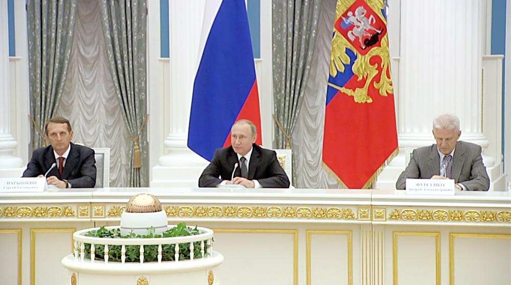 Президент России Владимир Путин на встрече с участниками Общероссийского исторического собрания