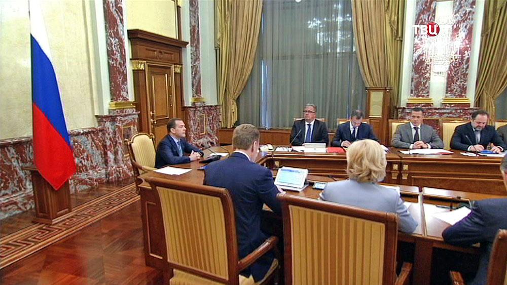Двитрий Медведев на заседании Правительства России