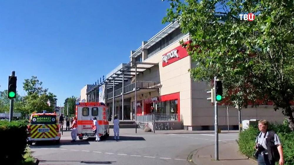 Последствия стрельбы в кинотеатре в немецком городе Фирнхайм