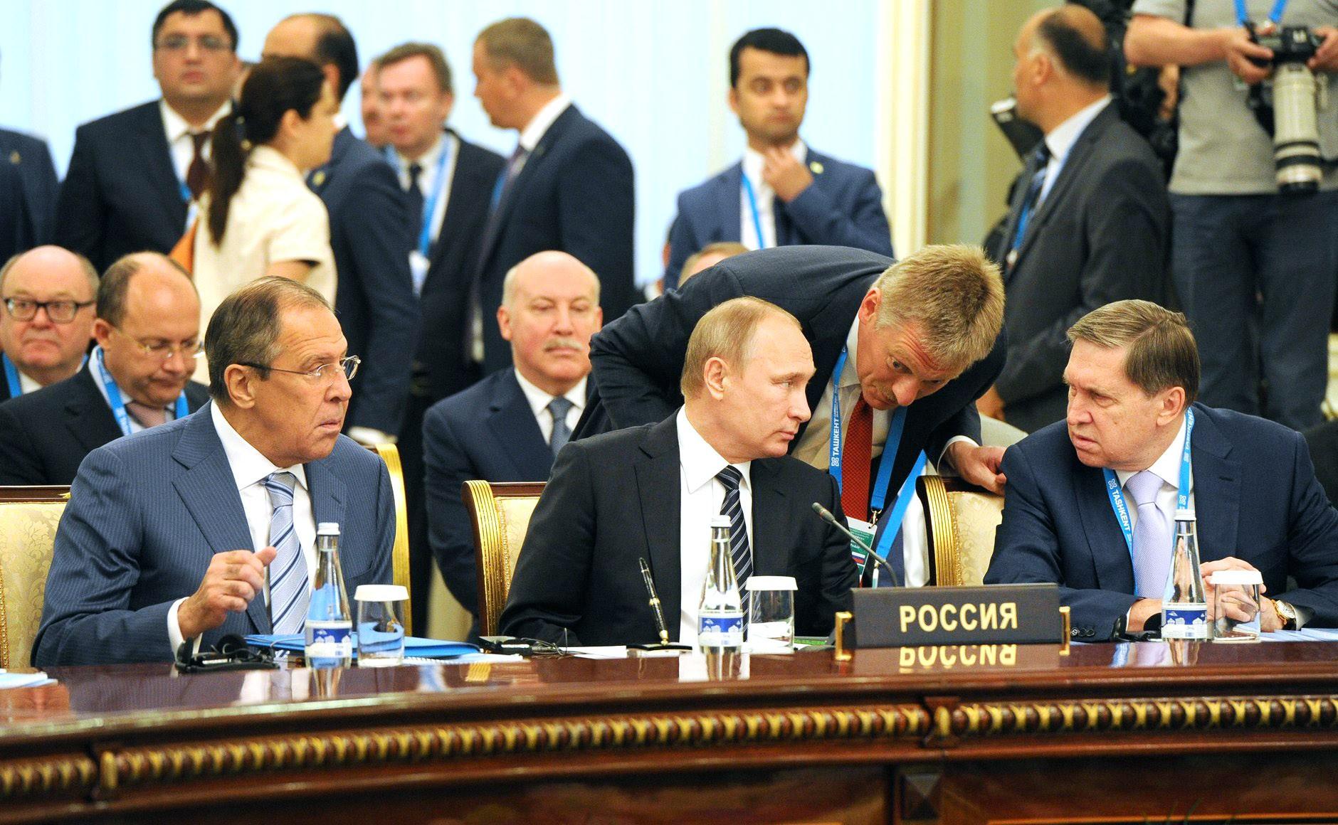Президент России Владимир Путин во время заседания в Ташкенте Совета глав государств-членов Шанхайской организации сотрудничества (ШОС)
