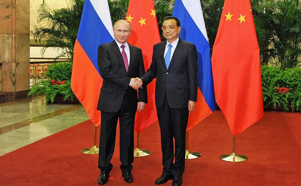 Президент России Владимир Путин и премьер Госсовета КНР Ли Кэцян