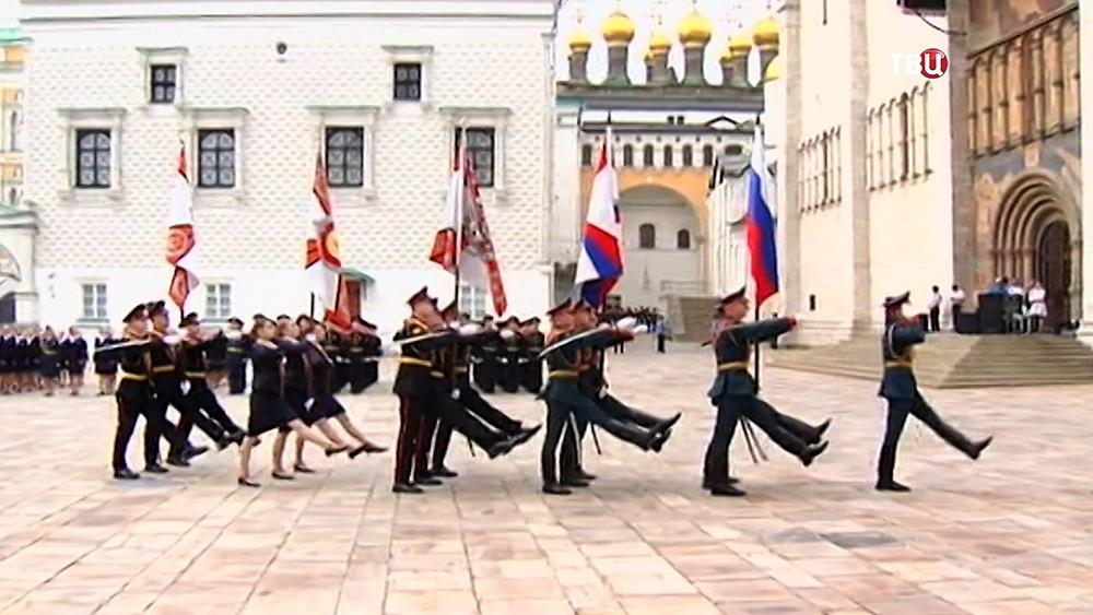 Поздравление выпускников военных учебных заведений