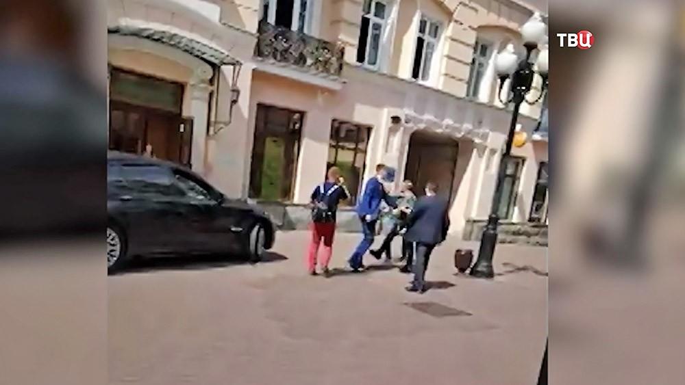 Драка с участием пассажира правительственного BMW на Старом Арбате