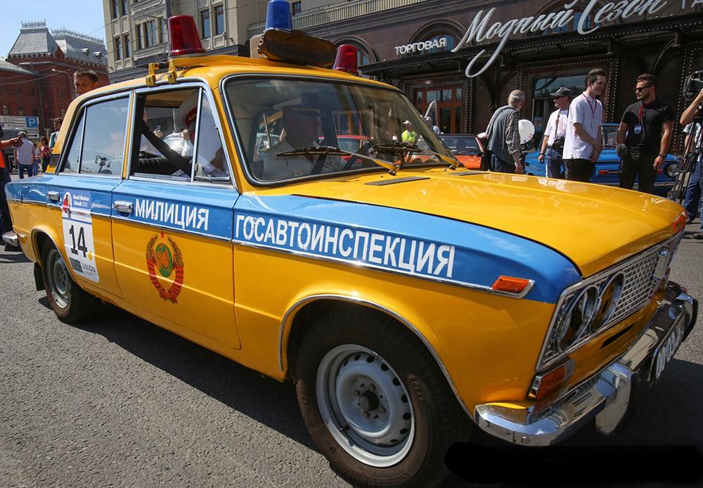 Гонка ретро-автомобилей в Москве