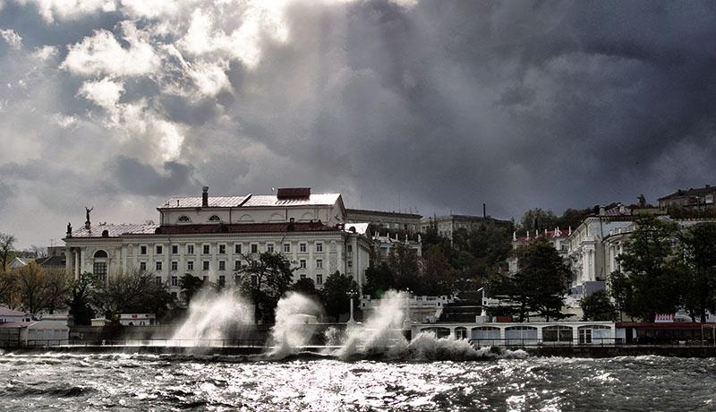 Шторм в Севастопольской бухте