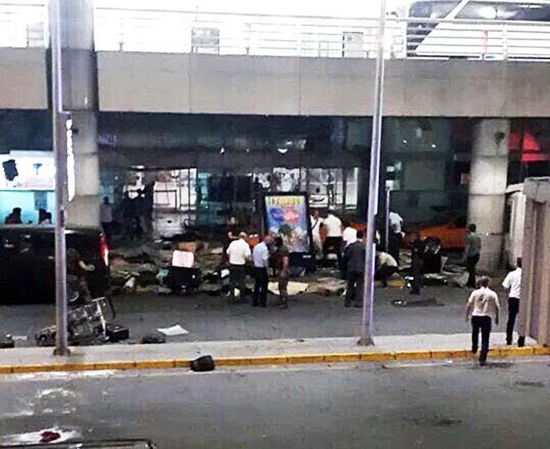 Терминал аэропорта Стамбула после теракта