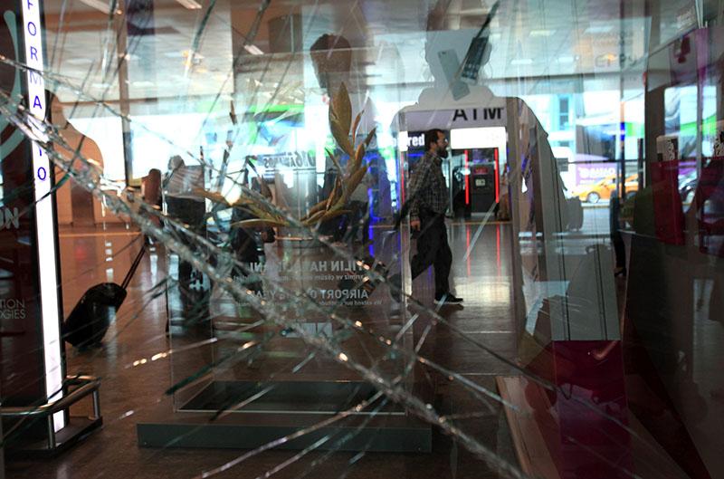 Аэропорт имени Ататюрка в Стамбуле, где произошел теракт