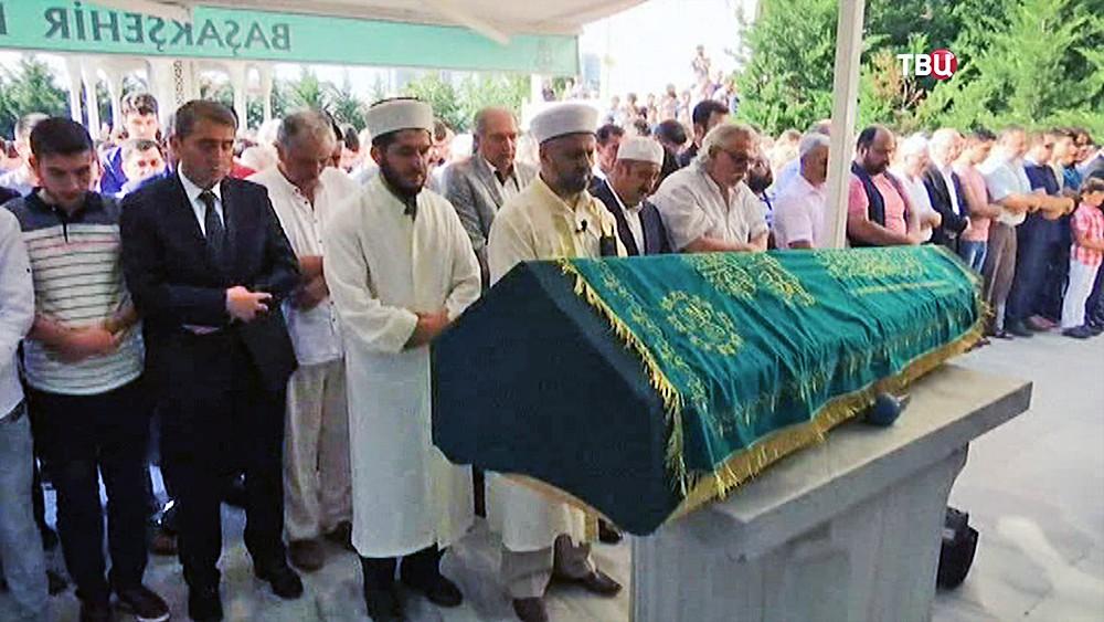 Похороны погибших при взрыве в Турции