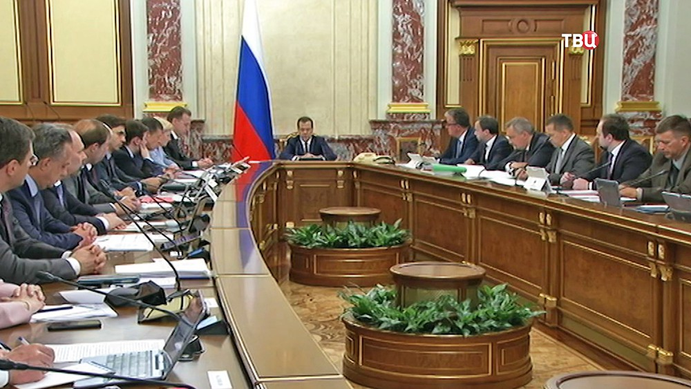 Дмитрий Медведев проводит совещание с членами правительства