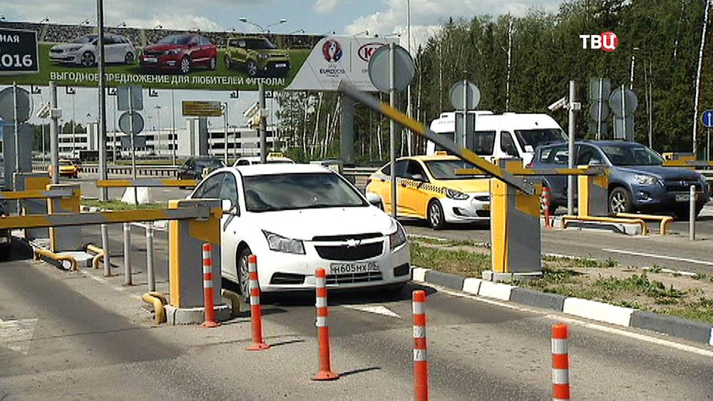 "Въезд на паркинг у аэропорта ""Шереметьево"""