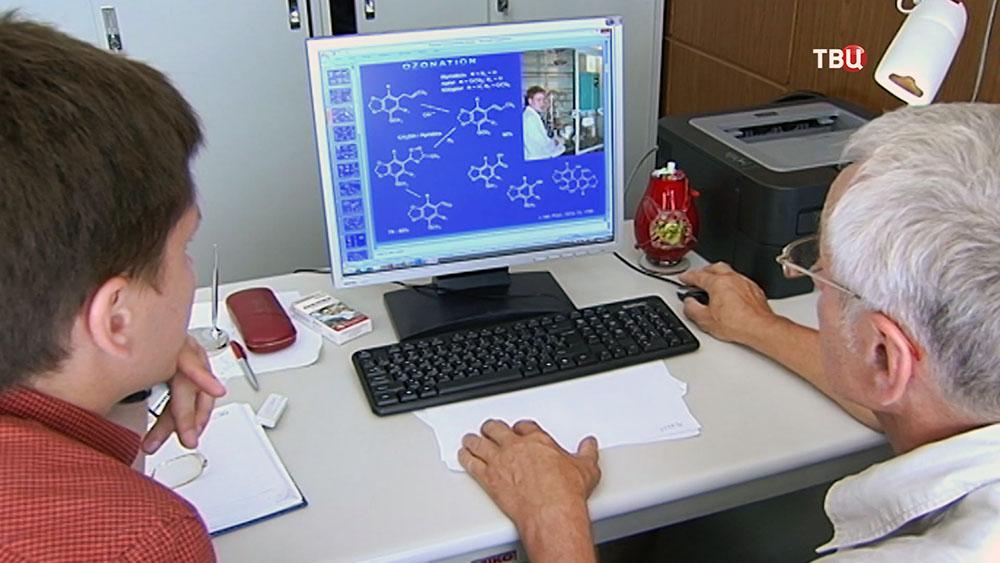 Ученые за компьютером