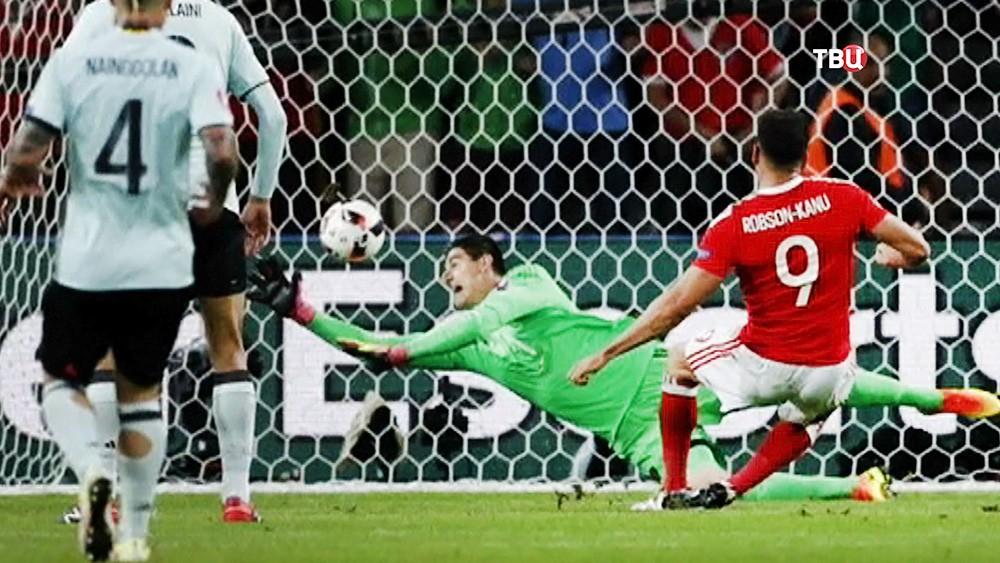 Футболисты сборных Уэльса и Бельгии