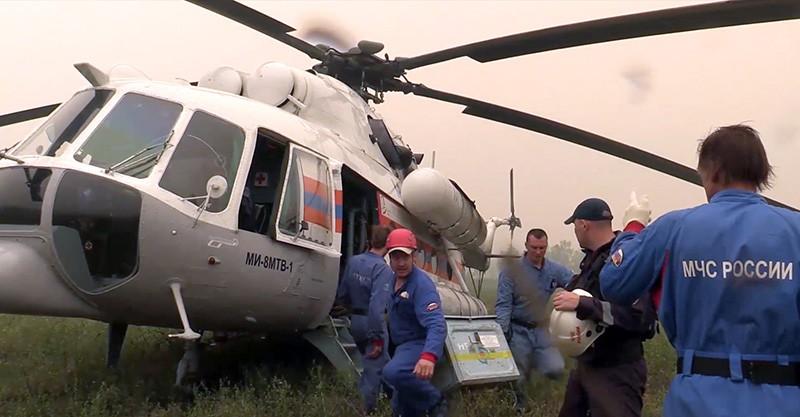 Спасатели МЧС во время поисково-спасательной операции