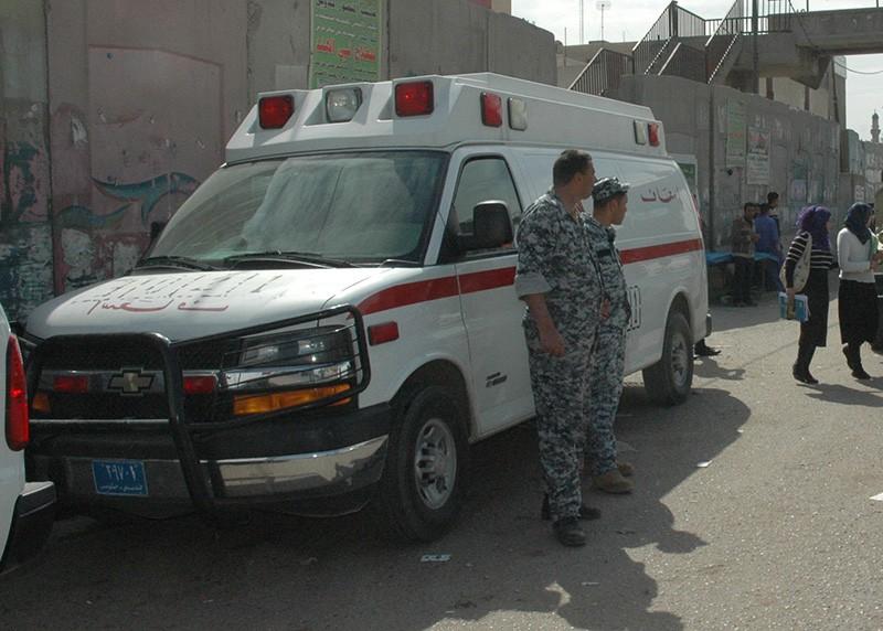 Автомобиль скорой помощи на месте теракта в Багдаде