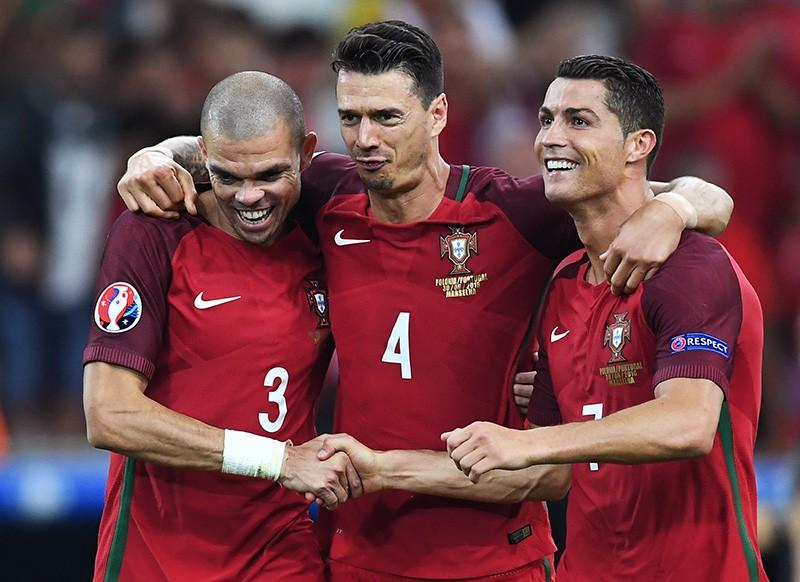 Игроки сборной Португалии Пепе, Жозе Фонте и Криштиану Роналду