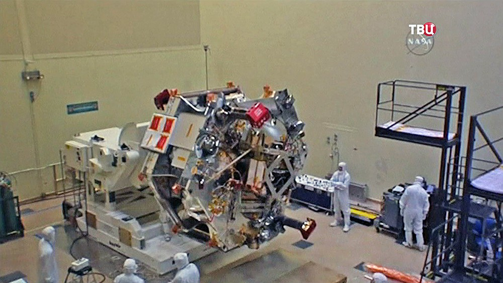 Сборка космического зонда Juno