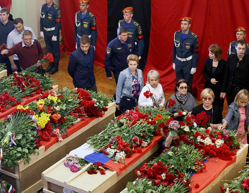 Церемония прощания с экипажем разбившегося Ил-76