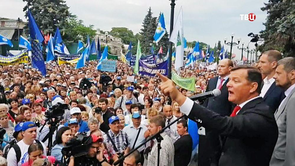 Олег Ляшко выступает на митинге