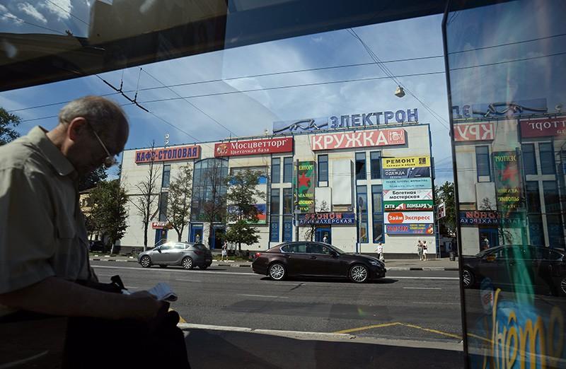 """Торговый центр """"Электрон"""" рядом со станцией метро """"Электрозаводская"""""""