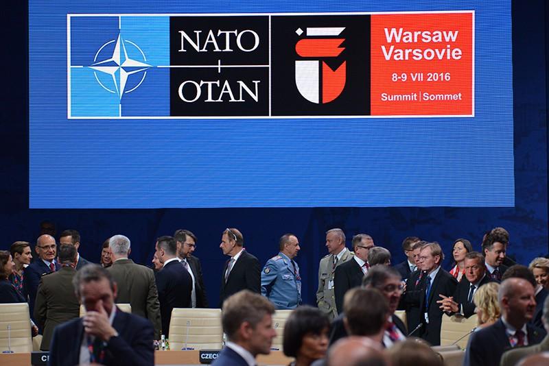 Участники во время саммита НАТО в Варшаве