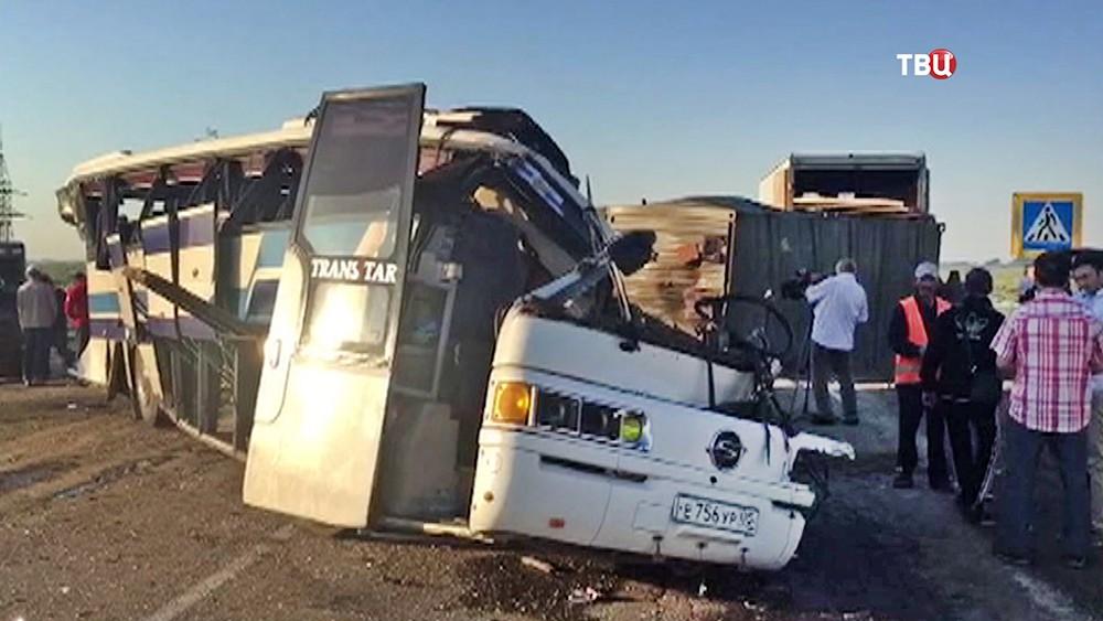 ДТП с участием грузовика и автобуса в Дагестане