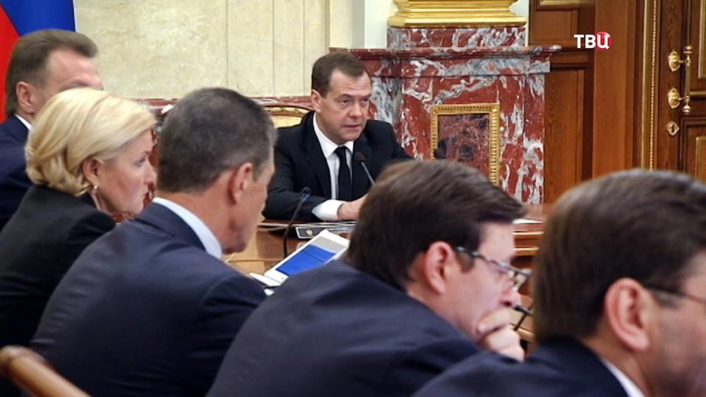 Дмитрий Медведев провел заседание кабмина