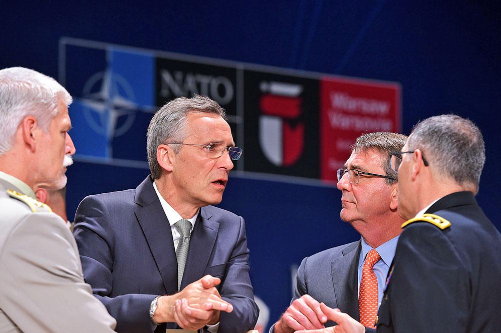 Петр Павел (председатель Военного комитета НАТО), Генсек НАТО Йенс Столтенберг, Эштон Картер (министр обороны США) и генерал Кертис Скапаротти (Верховный главнокомандующий объединенными вооруженными силами НАТО в Европе)