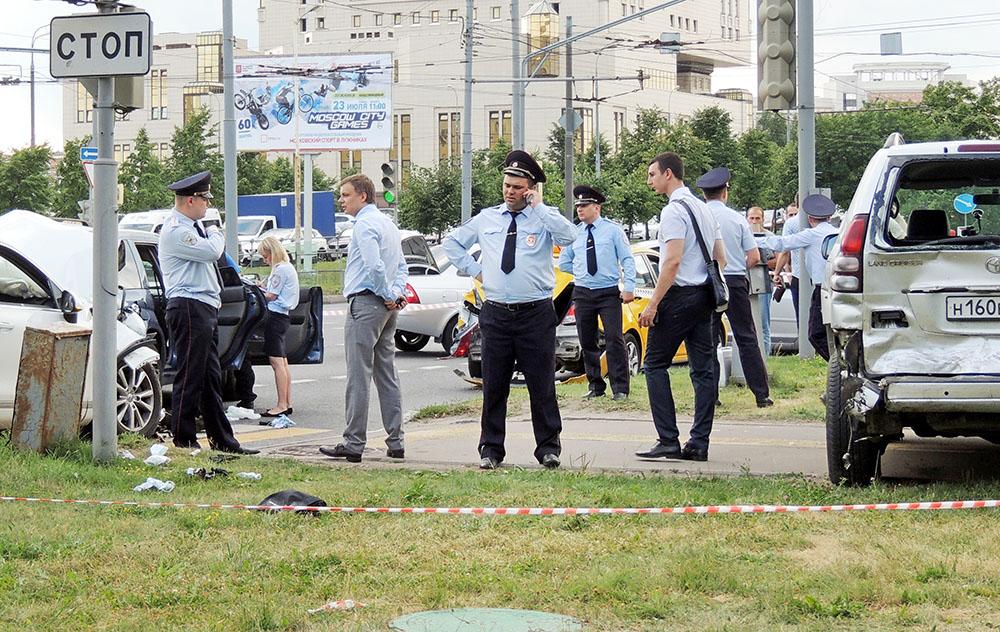 Последствия ДТП со стрельбой на Ломоносовском проспекте