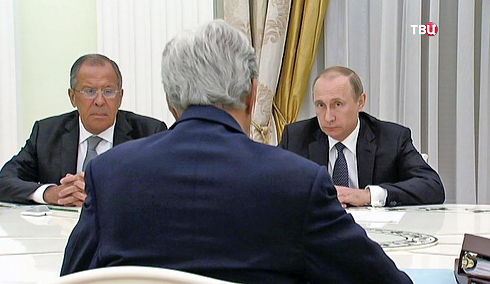 Президент России Владимир Путин, глава МИД РФ Сергей Лавров и госсекретарь США Джон Керри прибыл в Москву