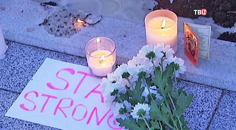 Свечи у посольства Франции