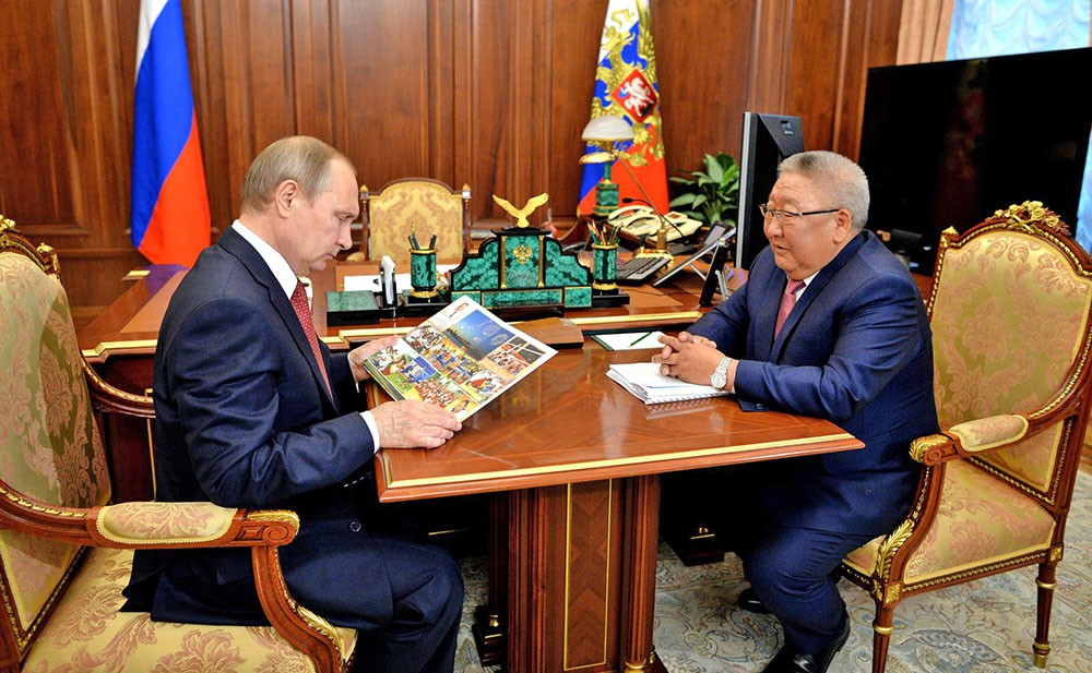 Президент России Владимир Путин и глава Республики Саха (Якутия) Егор Борисов