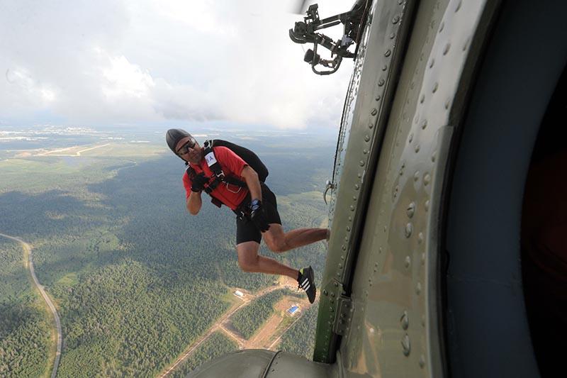 Участник чемпионата мира среди военнослужащих по парашютному спорту