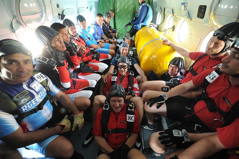 Участники чемпионата мира среди военнослужащих по парашютному спорту