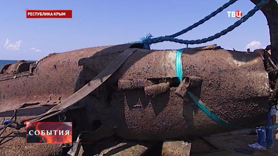 Подъем фрагмента штурмовика времен Великой Отечественной войны Ил-2 в Крыму