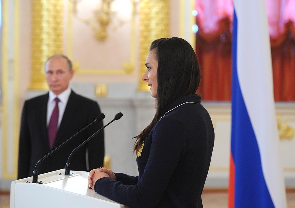 Двукратная олимпийская чемпионка Елена Исинбаева выступает на встрече президента России Владимира Путина с членами олимпийской сборной России