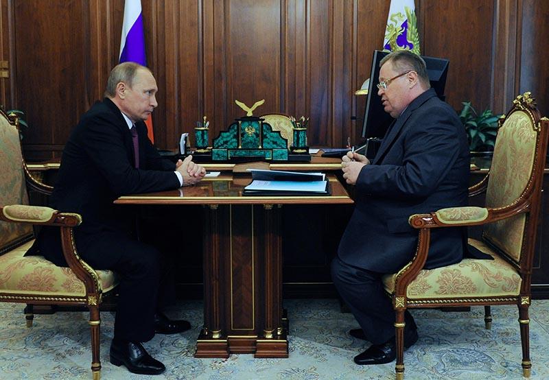 Президент России Владимир Путин и полномочный представитель президента РФ в ЮФО Владимир Устинов