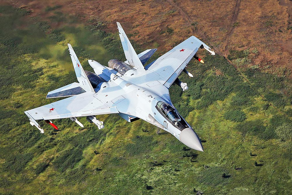 Истребитель Су-27 ВКС России